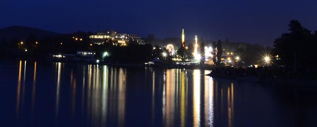 brněnská přehrada v noci